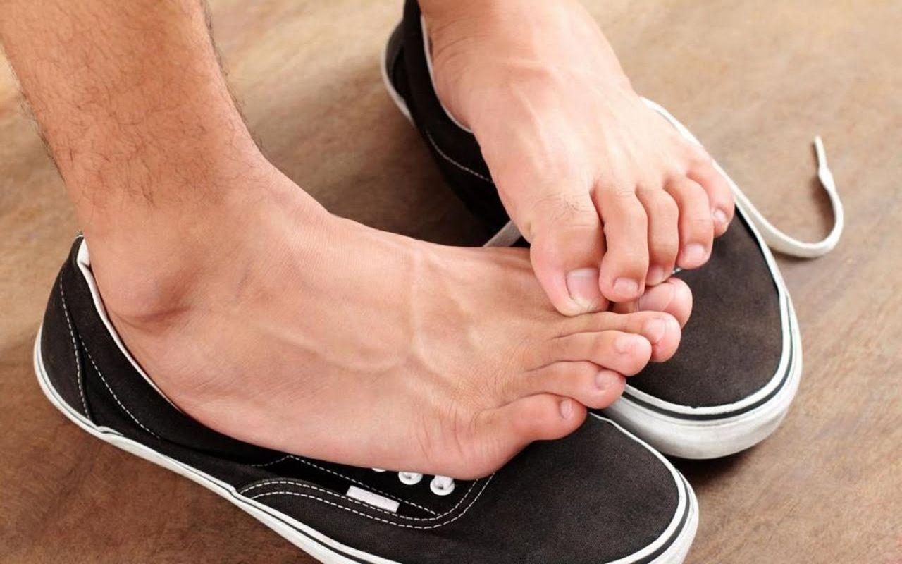 Как бороться с запахом из обуви