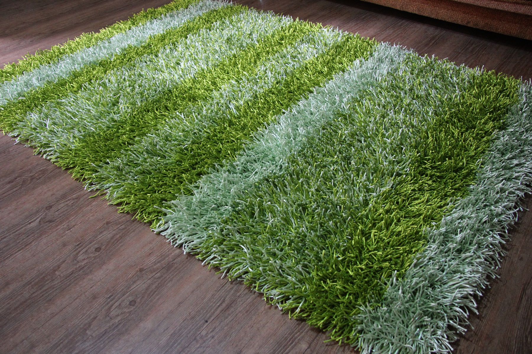 Как избавиться от пятен на ковре с помощью подручных средств
