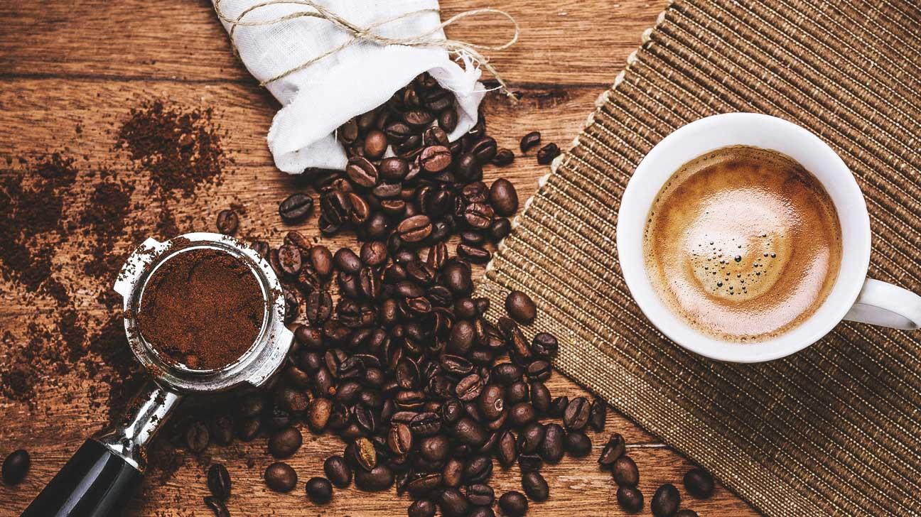 Как отстирать с одежды пятно кофе разные способы