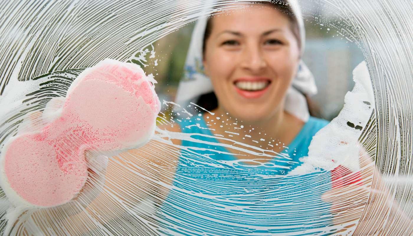 Как правильно почистить зеркало без разводов, лучшие средства для уборки зеркал